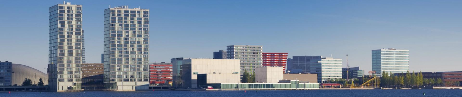 panoramabeeld van Almere aan het water